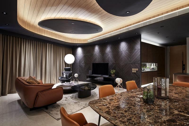 相连的客厅与饭厅是整间公寓视线的焦点。