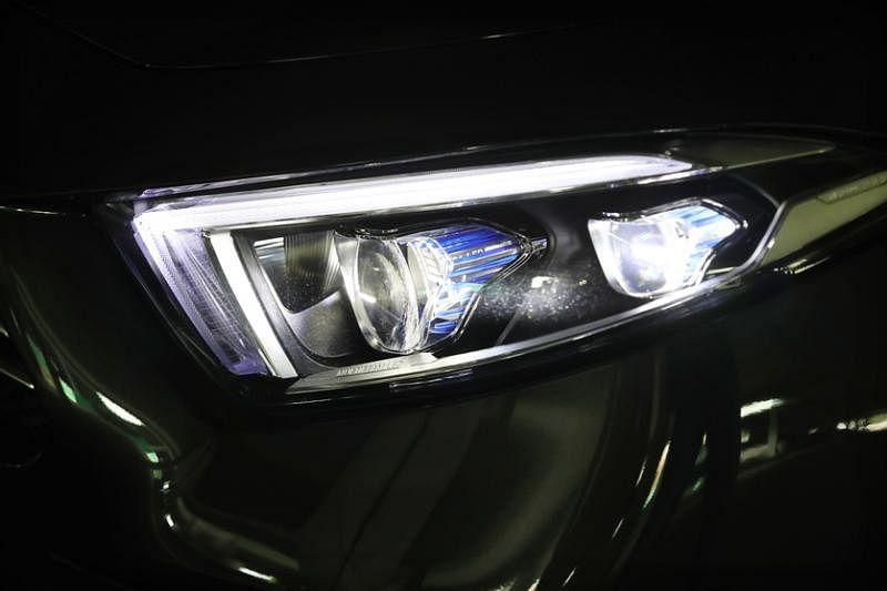 车头的LED照明灯是智能的一种表现。