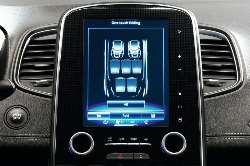 中控触屏让你一键搞定,轻松平放第二排和第三排座椅。