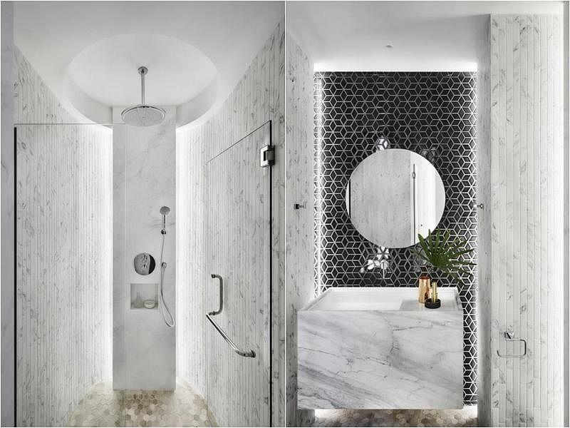 设计师选用黑白、象牙色的菱形与六角图形瓷砖,搭配白色大理石洗手台,打造华美而不浮夸,高级水疗中心的效果。