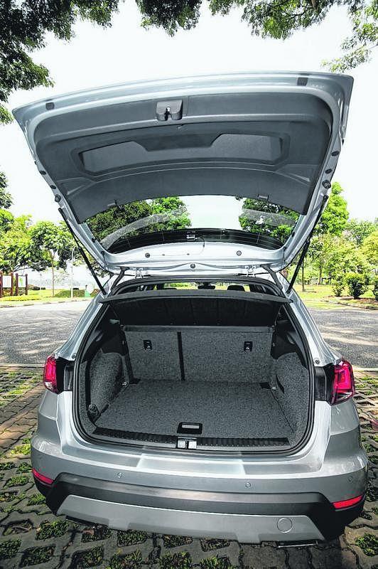 行李厢有400公升,以小型SUV来说是很宽敞的。