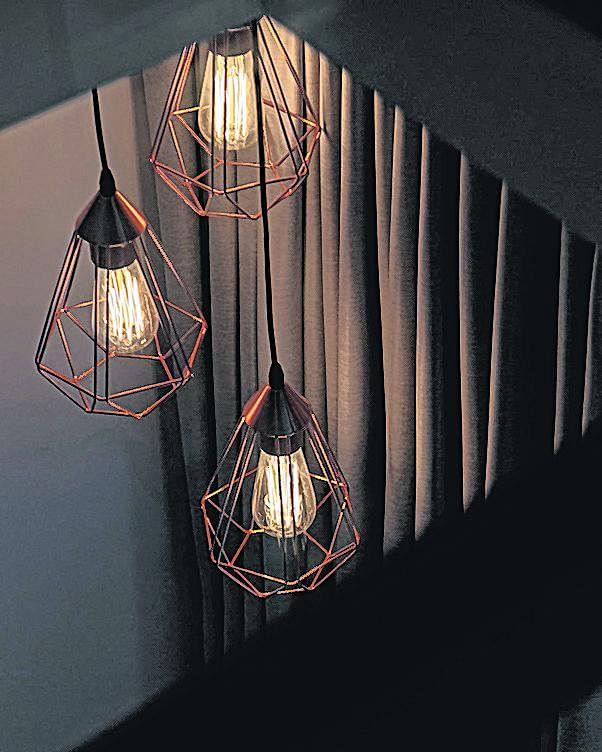 灯饰给角落增添宁谧气氛。