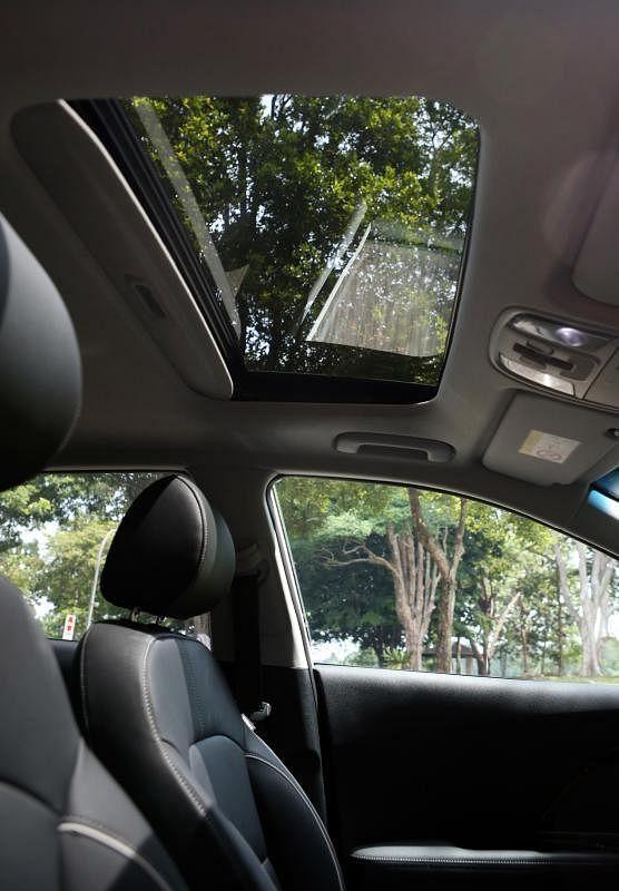 电动天窗提升夜间和清晨的行驶感受。