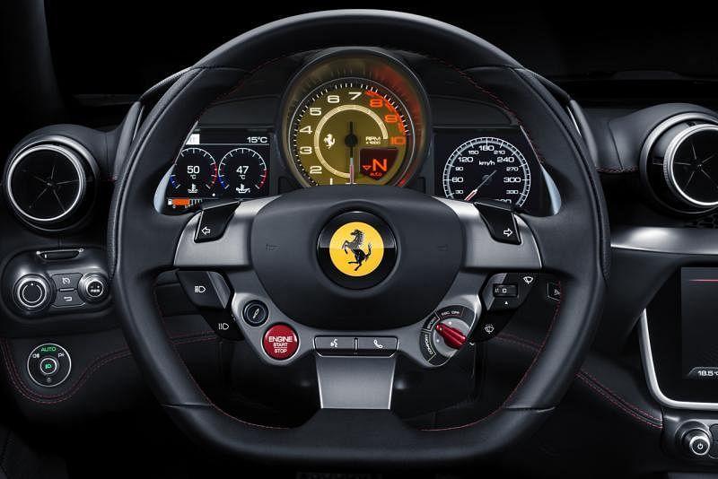 法拉利Portofino有个容易让人冲动的赛车驾驶盘。