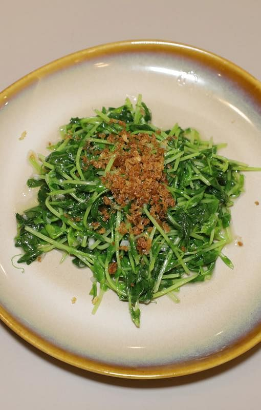 蒜茸炒豆苗,简单美味。
