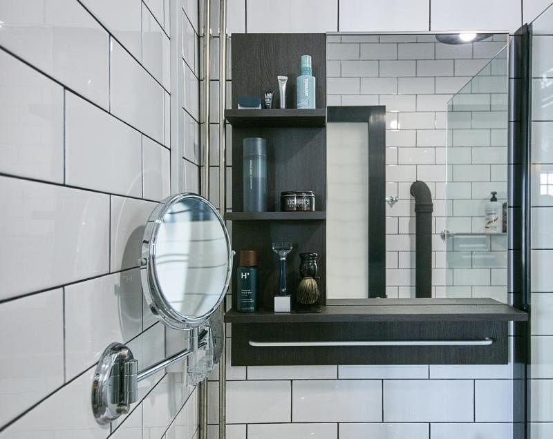 卫生间黑白相映。