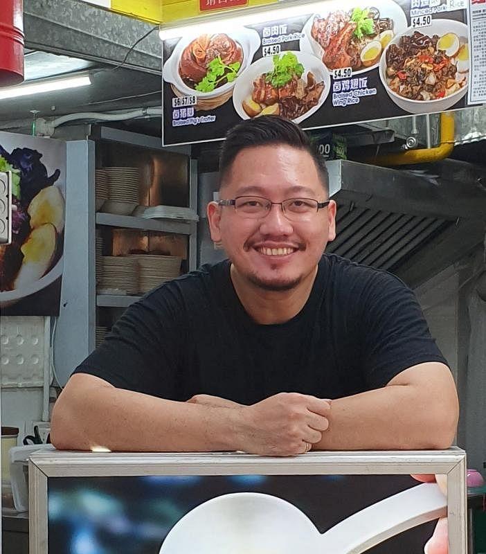 """前厨师和餐馆经理刘建捷转变身份成为""""卤肉先生"""",以鲜明形象打造品牌。(陈爱薇摄)"""