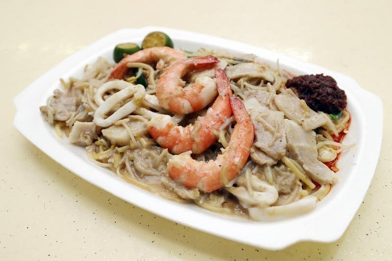 福建面的口味家常,不会太过咸腻,鲜虾肉质结实,苏东嚼劲十足。(陈爱薇摄)