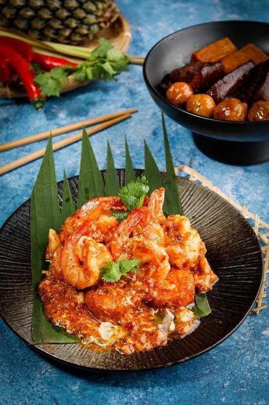 豆腐水晶虾的酱汁有点像辣椒螃蟹,加入蛋液很香滑,非常下饭。