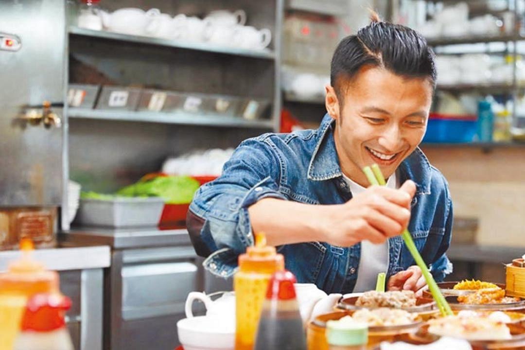 谢霆锋的户外美食真人秀节目《十二道锋味》。(互联网)