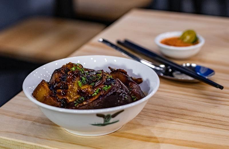 卤肉2.0采用17种不同香料卤制至少10小时。