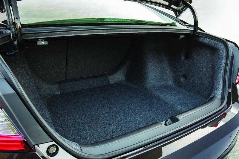 行李厢有570公升。