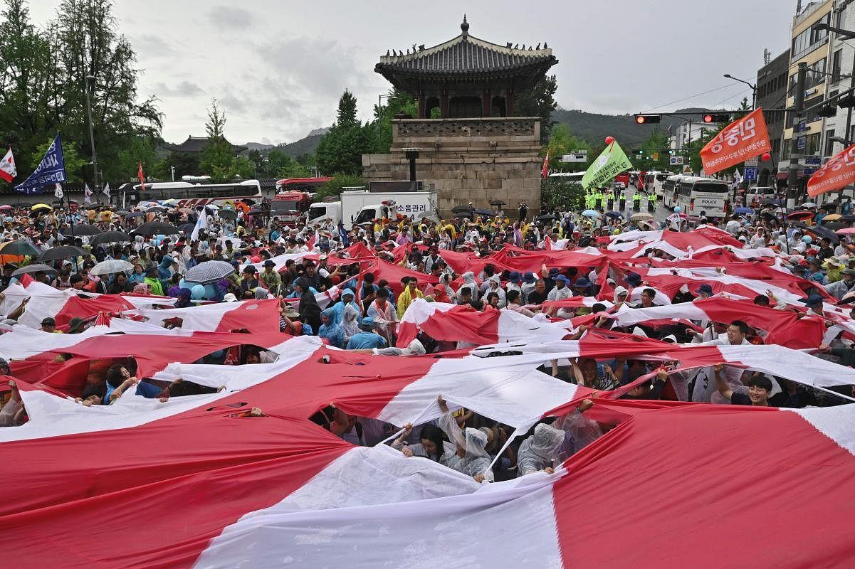 skorea-japan-diplomacy-trade-protest-102405_Large.jpg