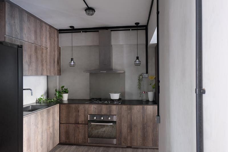 深沉的工业风让厨房显得独特有个性。