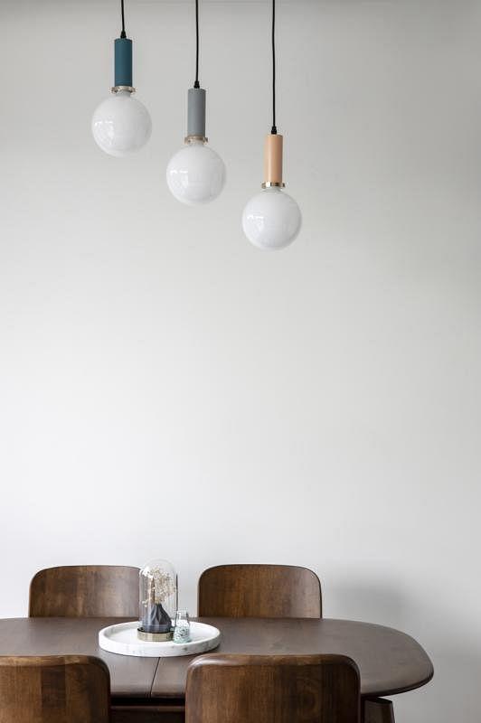 实木餐桌椅增添静雅。