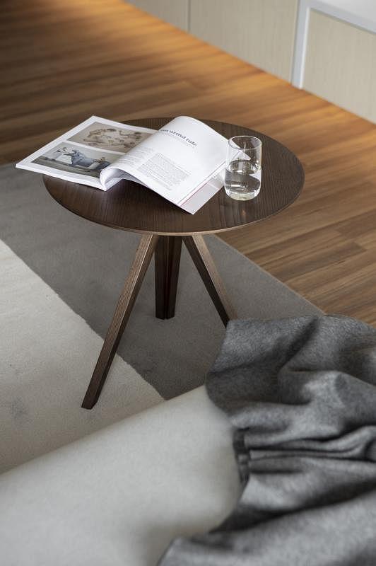 木色应与白色、灰色等基底色调和。