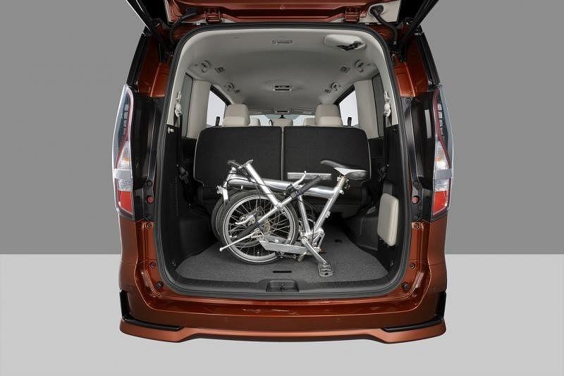 车子内部空间可灵活调整,放得下各种大型物件。
