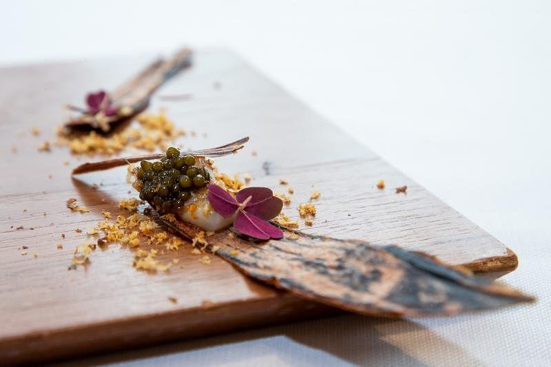 造型如树皮的开胃菜,呈现出日本秋天的味道。