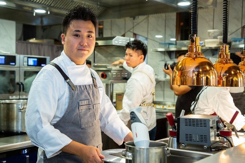 日本东京米其林一星餐馆Craftale创办人兼主厨大土桥真也,最近来新加坡参与限时餐饮活动。