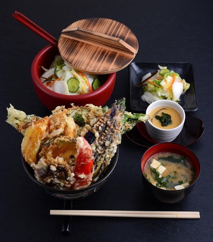 与东京广获好评银座天丼专门店合作的Ginza Tendon Itsuki,还特选日本400年历史Arita品牌的瓷碗。(Keisuke集团提供)