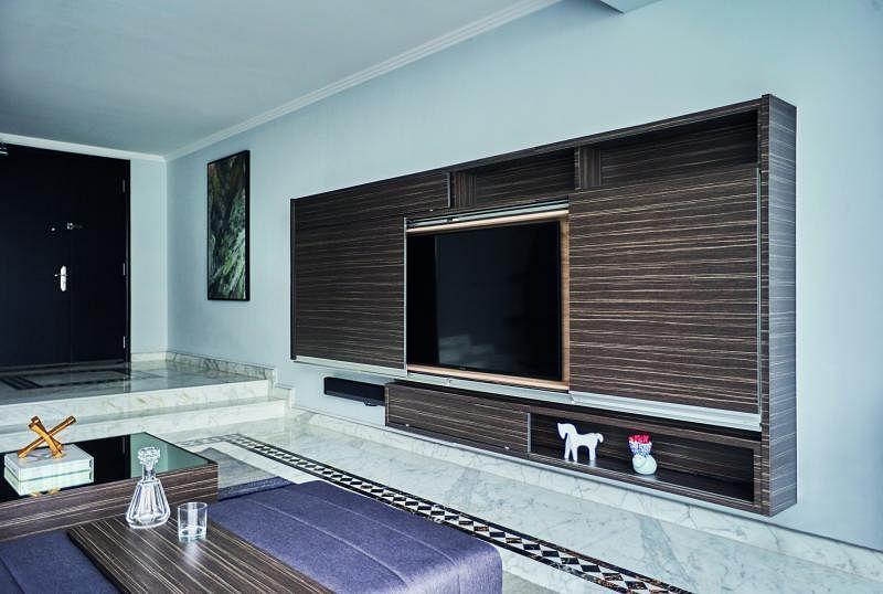 电视柜有储物和装饰两种功用。