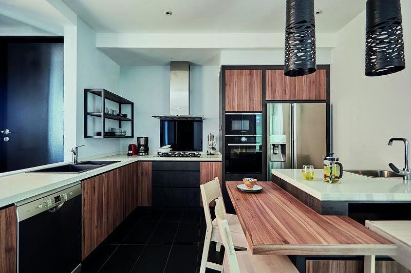 厨房结合多种功能和用途。
