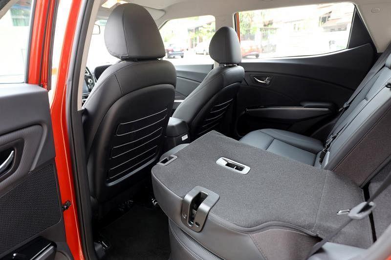 车室空间充足,后座位置可以倒放腾出更多储物空间。