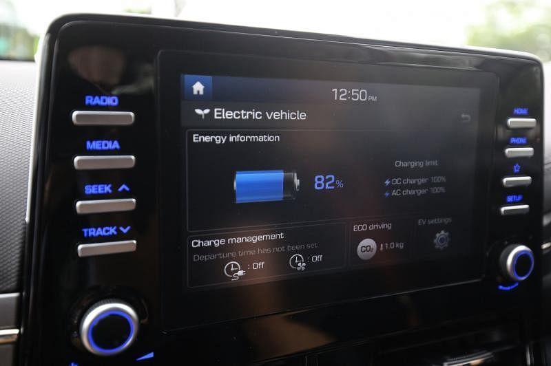 8英寸中控娱乐触屏特别之处,就是加了EV设计,让驾驶者可以查看车子的电力。