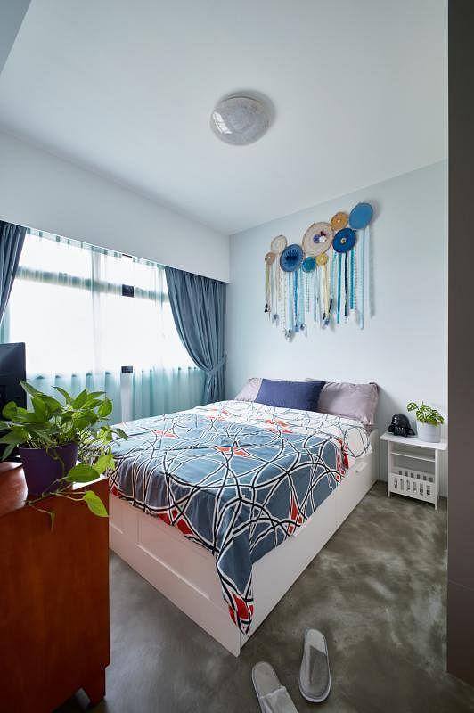 屋主用捕梦器装饰床头,也是一种装置艺术。