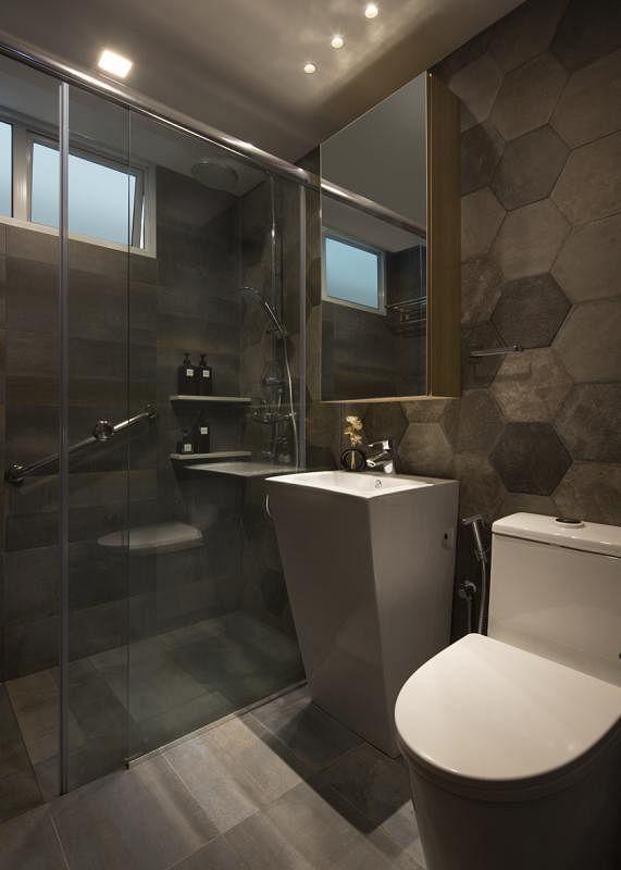 客用洗手间用玻璃隔开干湿两区。