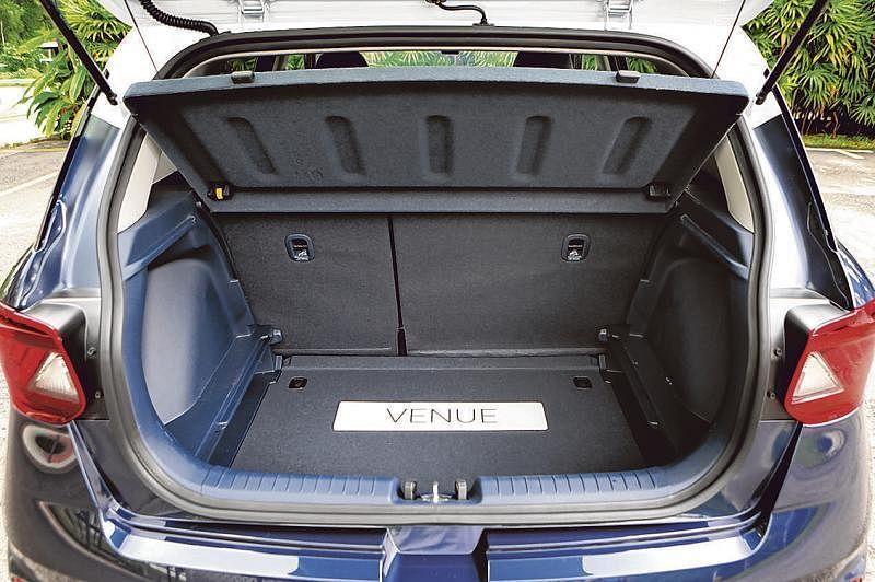 后车厢有355公升储存空间。