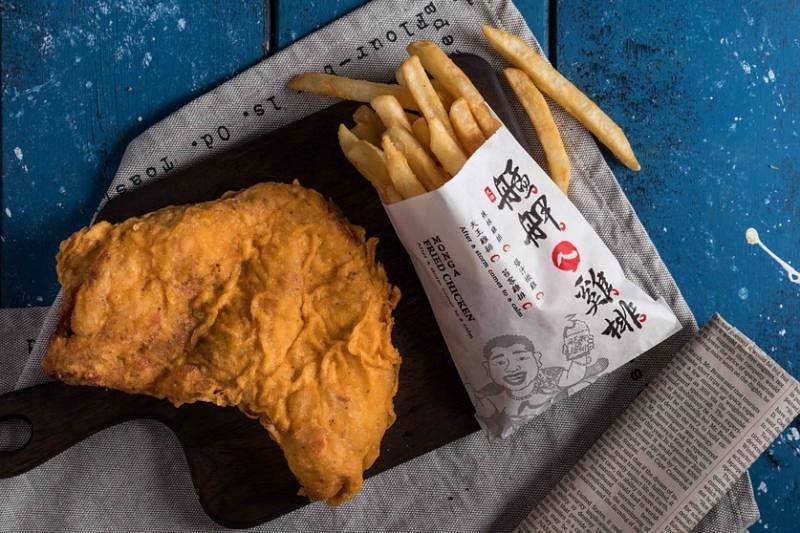 宝食餐饮集团把艋胛鸡排带到新加坡,让食客品尝台湾传统滋味。