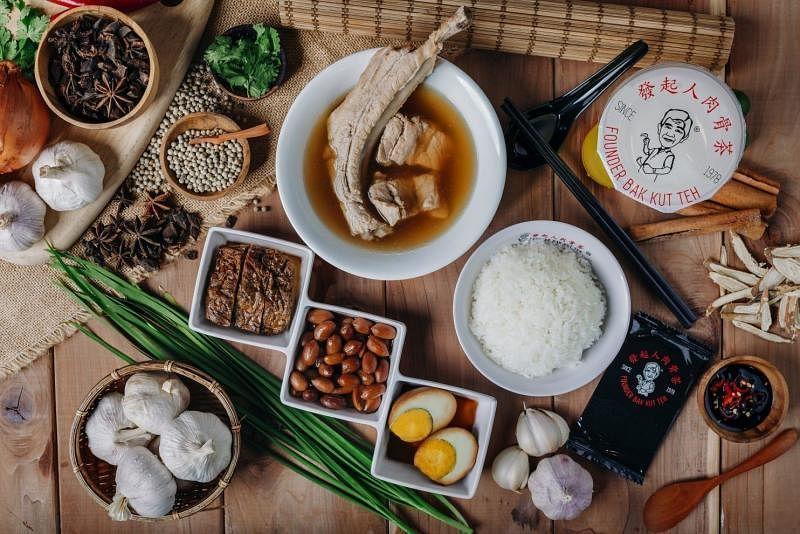 发起人肉骨茶感受到白敬熙和张绍峰的用心,把配方和品牌交给他们大展拳脚。