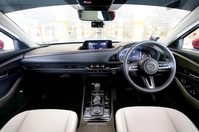 CX-30车室设计豪华,质感佳。