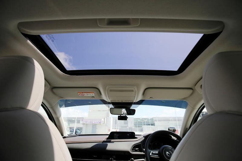 豪华版CX-30拥有天窗,提升驾驶感受。
