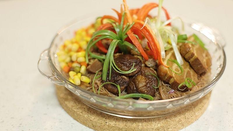 mixed-veg-kou-rou-red-rice-vermicelli.jpg