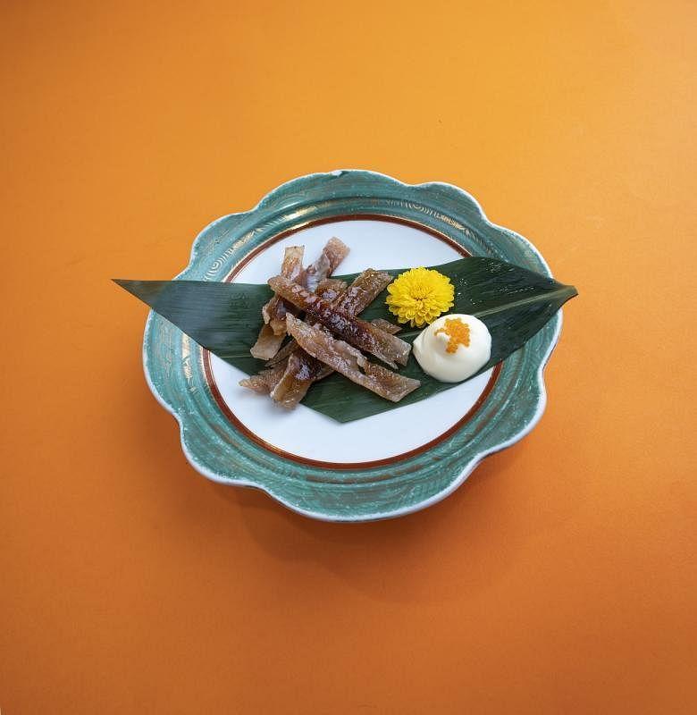 烤河豚是牡丹餐馆的小菜。