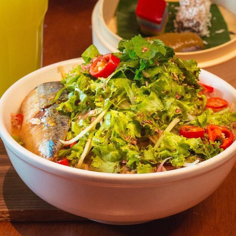 亚参叻沙酸辣中带有鲜鱼香,是口味独特的槟城美食。(受访者提供)