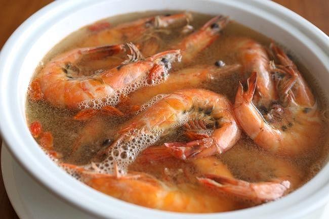 comenlive wine prawns.jpg