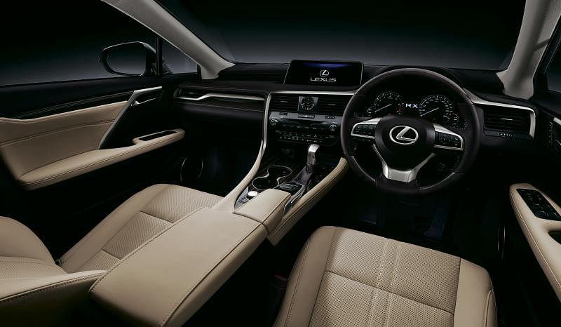 宽敞车室中仪表板和中控台的一系列操控搭配12.3英寸触屏,排列整齐有序,实用实在。