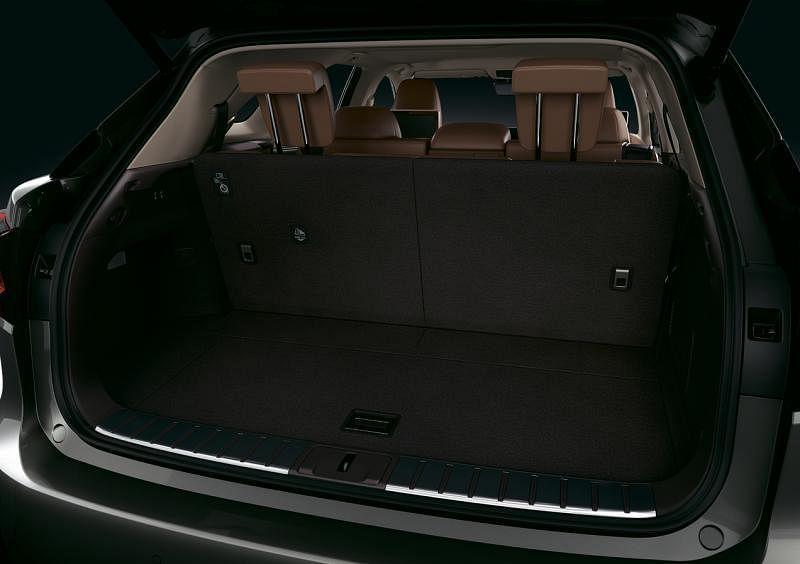 作为一辆SUV,RX的车尾厢容量够大。