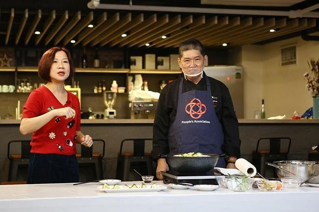 come n live wk5 cooking 1.jpg