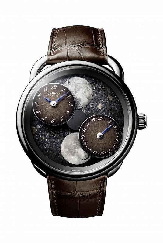 爱马仕Arceau L'heure de la lune月读时光腕表,以来自月球和火星的陨石,或来自撒哈沙漠的黑色陨石打造表盘。