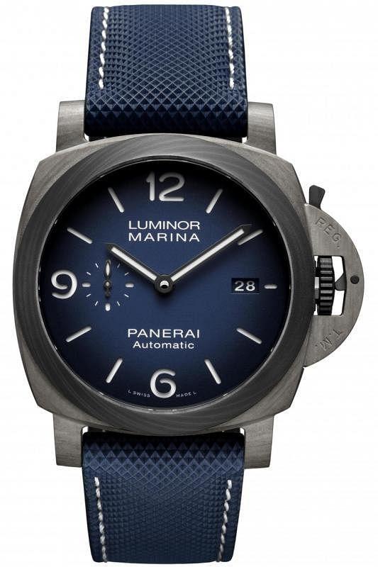 采用特殊材质Fibratech的全新沛纳海腕表。