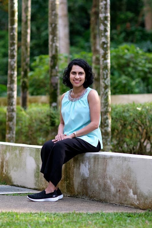 心理辅导员Laika Jumabhoy鼓励求助者把他们的不安说出来,不要为家庭暴力隐忍。(龙国雄摄)