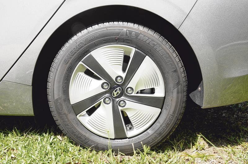 15英寸轮胎配上的是全新设计的轮圈。