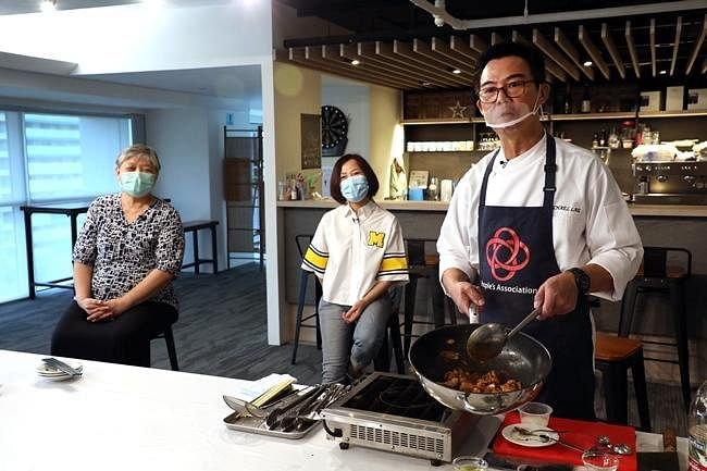 comenlive_wk13_cooking1.jpg