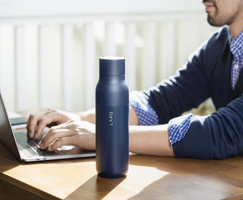 LARQ是市场上第一款采用便携式UVC紫外线过滤系统的水壶。(互联网)