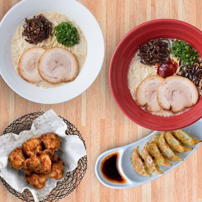 一风堂两人份套餐$40,包括两碗叉烧拉面、六个煎饺和六块炸鸡。