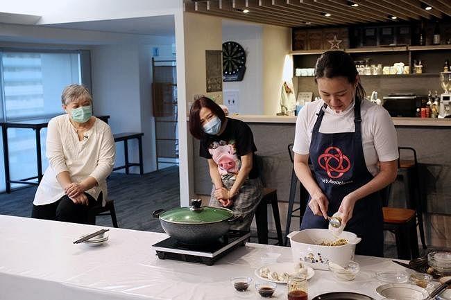 comenlive_wk14_cooking2.jpg